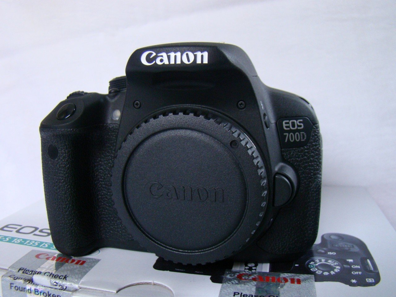 Used Canon EOS 700D Dslr Camera Body Only (8gb Card & Bag)