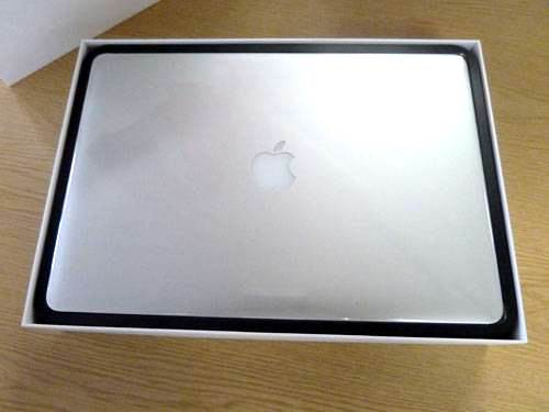 0-420-560-0-70-http-i.haymarket.net.au-galleries-20120614092134-retina-display-macbook-pro-2012-unboxing-lid-off.jpg