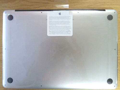 0-420-560-0-70-http-i.haymarket.net.au-galleries-20120614092146-retina-display-macbook-pro-2012-unboxing-bottom.jpg