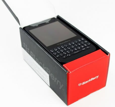 17-blackberry-q5-unboxing-02.jpg