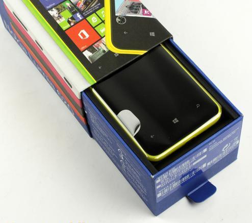 34-nokia-lumia-620-unboxing-03.jpg