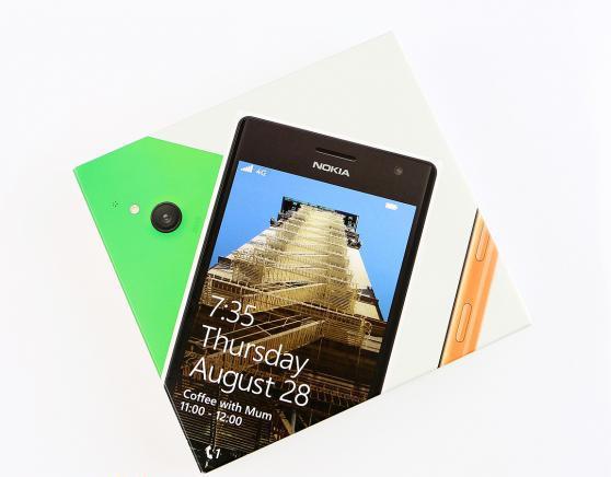 49-nokia-lumia-735-unboxing-02.jpg