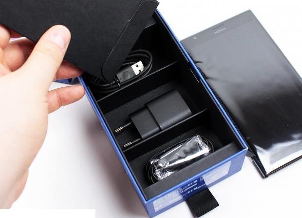 50-nokia-lumia-1520-unboxing-07.jpg