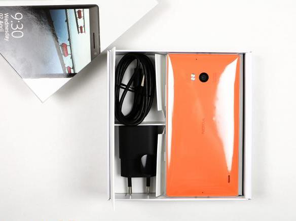 53-nokia-lumia-930-unboxing-05.jpg