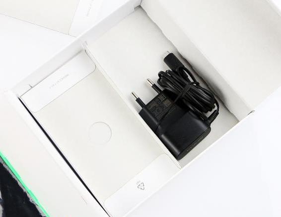 65-nokia-lumia-735-unboxing-06.jpg