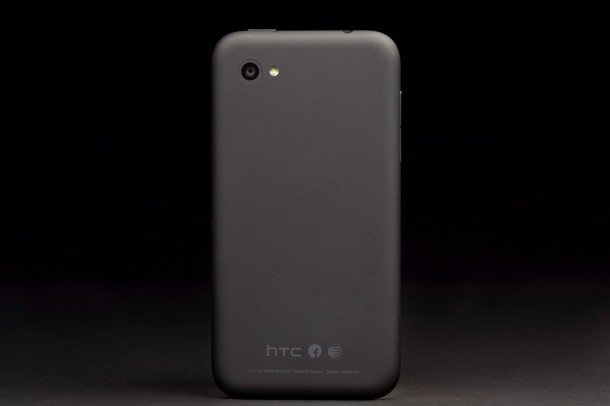 htc-first-facebook-phone-back-610x406-c.jpg