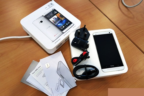 htc-one-unboxing-inside-box.jpg
