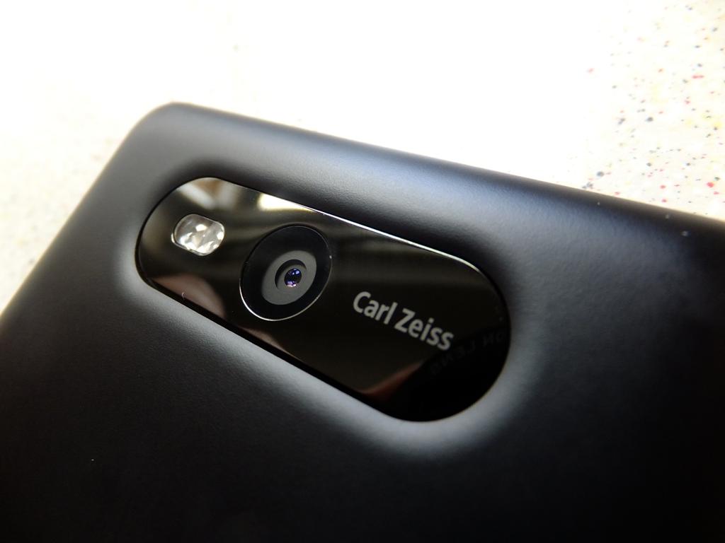 nokia-lumia-820-pic5.jpg