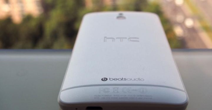 review-smartphone-htc-mini-raqwe-com-02.jpg