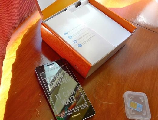 samsung-infuse-4g-unboxing-08-slashgear-.jpg