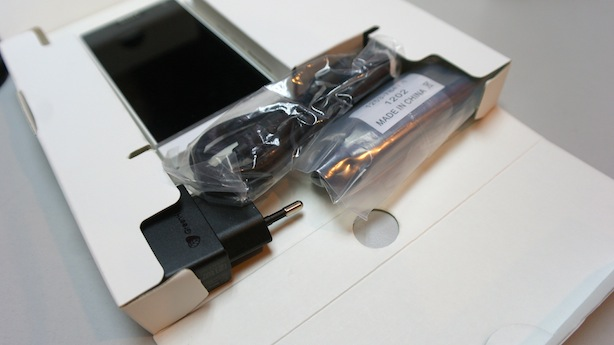 sony-xperia-s-unboxed.jpg
