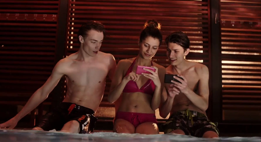 sony-xperia-underwater-commercial.jpg